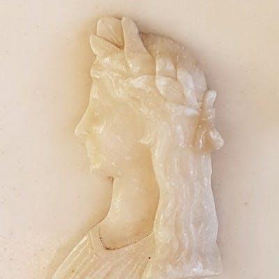 Rilievo di dea greca in alabastro - secolo 19 (1800-1900)