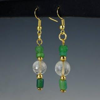 Römisches Reich Glas Ohrringe mit grünem Glas und Bergkristallperlen - 53.5 mm