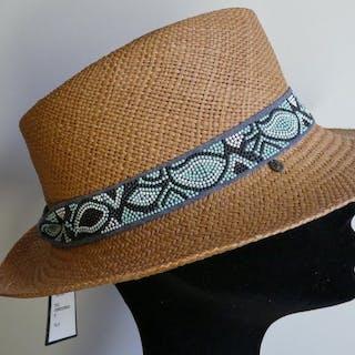 316c6149fbf Famous hat – 拍賣 – Barnebys.hk上的所有拍賣