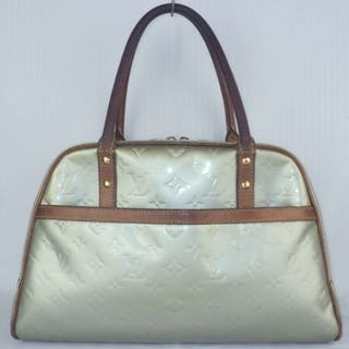 1e8e2781c52d Louis Vuitton - Lime Green Vernis Thompkins Square Handbag