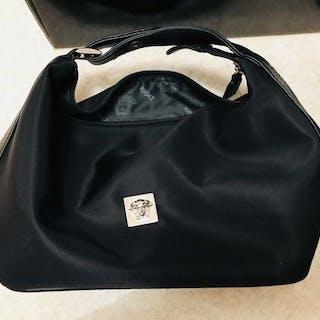 082561b5bcb6 ... newest 4e5d2 26a7b Versace -Medusa Handbag – Current sales –  Barnebys.com ...