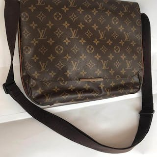 1135ee62af93 Louis Vuitton Crossbody bag – Current sales – Barnebys.co.uk