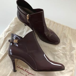47e4bf85b81 Salvatore Ferragamo Ankle boots – Current sales – Barnebys.com