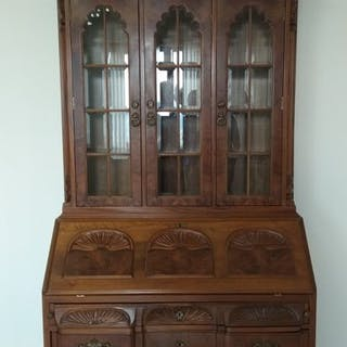 Bureau or secretary of walnut wood with broken arch