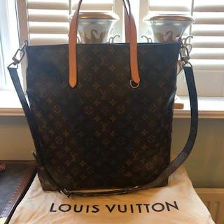 Louis vuitton bag – Auction – All auctions on Barnebys.com d7ef328383f