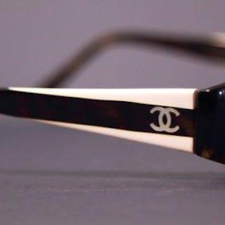 f9e50f9b97 Chanel - Square Sunglasses – Current sales – Barnebys.com