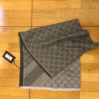61876af83f1 Gucci Scarf shawl – Current sales – Barnebys.com