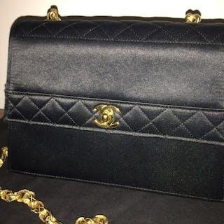 fba3afcad1 Chanel Shoulder bag – Current sales – Barnebys.com
