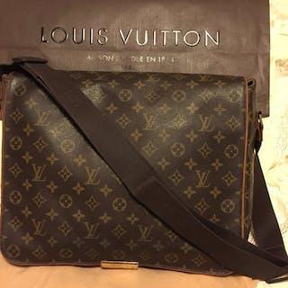 617962af472c ... Louis Vuitton - Unisex Monogram Canvas Abbesses Messenger bag. Closed  auction