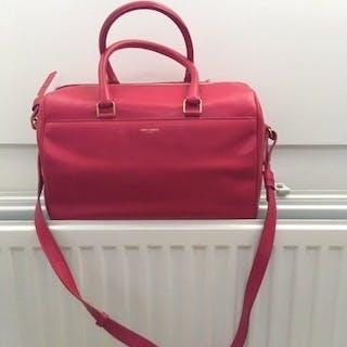 5e2e62f8810f Yves Saint Laurent - Classic DuffleCrossbody bag – Current sales –  Barnebys.co.uk