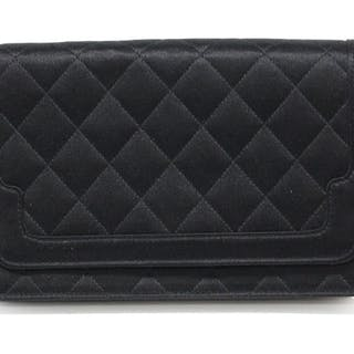 ae69121fd9ce Chanel Clutch bag – Current sales – Barnebys.co.uk