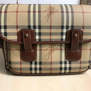 be70a97c081 Burberry Crossbody bag – Current sales – Barnebys.co.uk