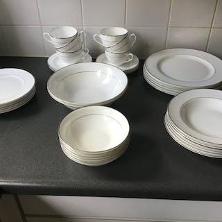 Balmoral - Frühstücks- und Abendessenservice 6-teilig - Bone China