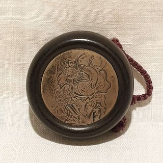 Netsuke (1) - Argento, Legno - Manju  - Giappone - Periodo Meiji (1868-1912)
