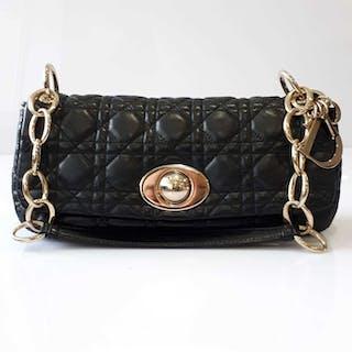 Christian Dior Shoulder bag – Current sales – Barnebys.com 76a71924f20c0
