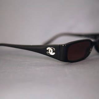 673d2b5c8883a Chanel - 90s Sunglasses – Current sales – Barnebys.com