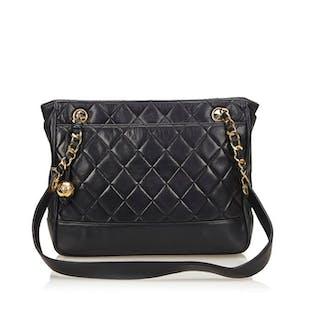 0771bbc6ad3a Chanel Tote Bag – Current sales – Barnebys.com