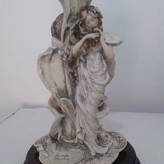 Giuseppe Armani - Capodimonte - Statuieta con vaso in cristalo - Ceramica
