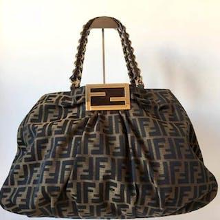 da56820154e6 Fendi - Shoulder bag – Current sales – Barnebys.co.uk