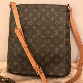 d34c4dd929f1 Louis Vuitton - Musette Salsa GM unisex Crossbody bag – Current sales –  Barnebys.com