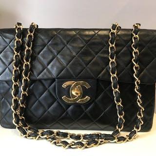 f9d43a1b50 Chanel - Jumbo Shoulder bag – Current sales – Barnebys.com