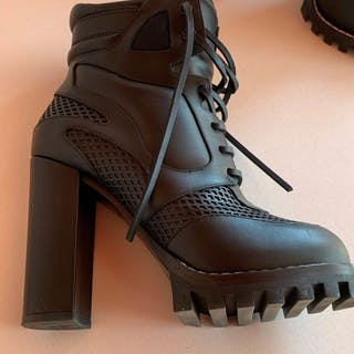 cf1f289fd091 Louis Vuitton Ankle boots – Current sales – Barnebys.com