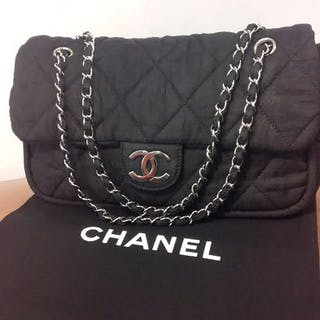 1ced3e23f80ec9 Chanel bag – Auction – All auctions on Barnebys.com