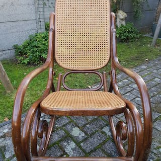 Curved wooden rocking chair in the style of Thonet