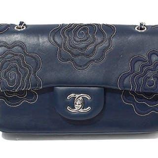 26c6cef6695ae Chanel - CaméliaShoulder bag – Current sales – Barnebys.com