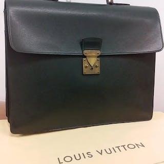 619980630ad Louis Vuitton - Robusto 2 Green TaïgaHandbag – Current sales – Barnebys.com