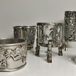 Rara collezione di oggetti da tavola in argento cinese...