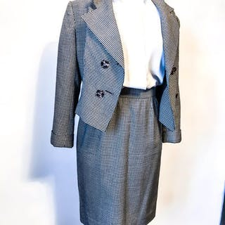 9797c838803b Christian Dior - Jacket, Skirt, Suit – Current sales – Barnebys.com