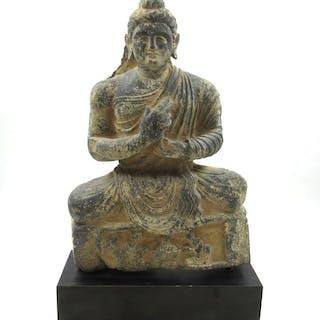 Gandhara Schiefer Sitzender Buddha am Stand montiert