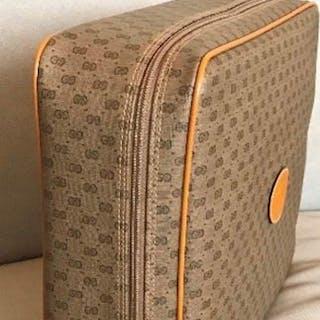 35160ed02409 Gucci – Current sales – Barnebys.com