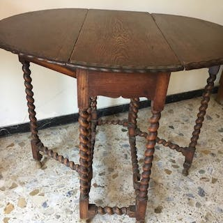 Gateleg table with spiral twisted legs