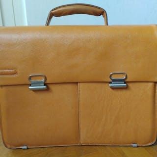 abile design nuova stagione materiale selezionato Piquadro Laptop bag – Current sales – Barnebys.com