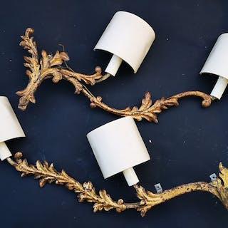 Due grandi appliques realizzate a mano in ferro dorato