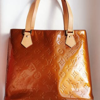 8e428ef7cb7 Louis Vuitton - Vernis Houston Handbag