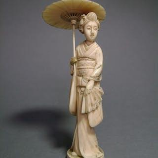 Okimono - Elephant ivory - Geisha à l'ombrelle