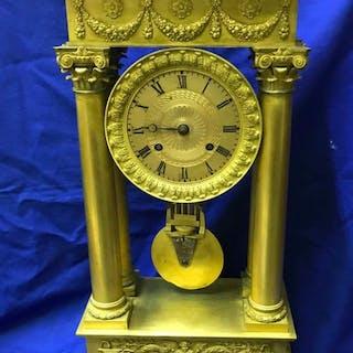 Reloj de sobremesa - Bronce dorado - siglo XIX