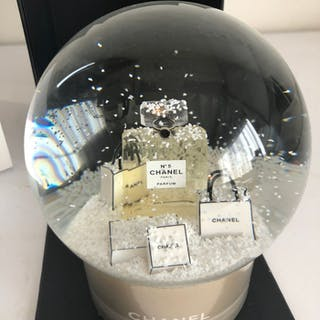 CHANEL no.5 Snow globe- New - collector's item - Glass