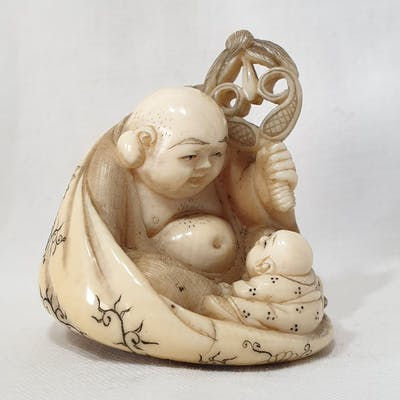 Netsuke (1) - Avorio di elefante - Hotei con karako...