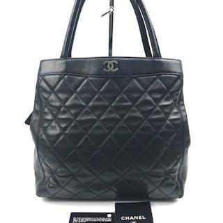 b0a25f94e4c45 Chanel bag black – Auction – All auctions on Barnebys.co.uk