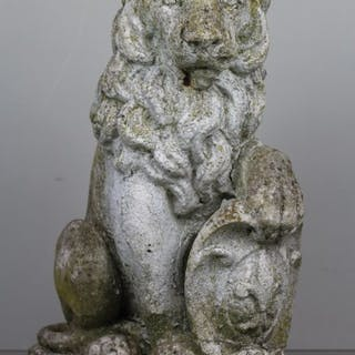 A sitting lion as a gatekeeper with French Lily - Cement - ca. 1930