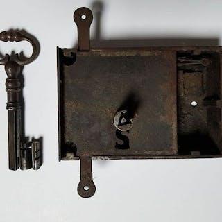 Locks and keys - Iron (wrought) - 17th century