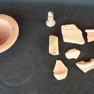 Romain antique sigillée / terre cuite. Coupe et fragment - 35×140×0 mm