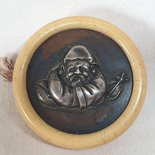 Netsuke (1) - Bronze, Elephant ivory - Manju - Japan - Meiji period (1868-1912)