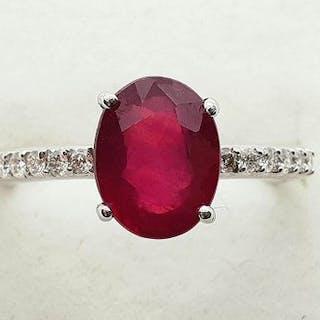 18 carati Oro bianco - Anello - 2.66 ct Rubino - Diamanti