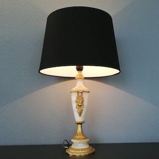 Große französische Ormolu montiert Trophäe Lampe