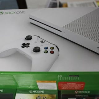 1 Microsoft xbox one- Console with games (5) - newnever been used